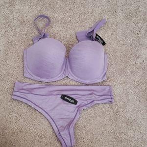 Push up strapless bra and thong